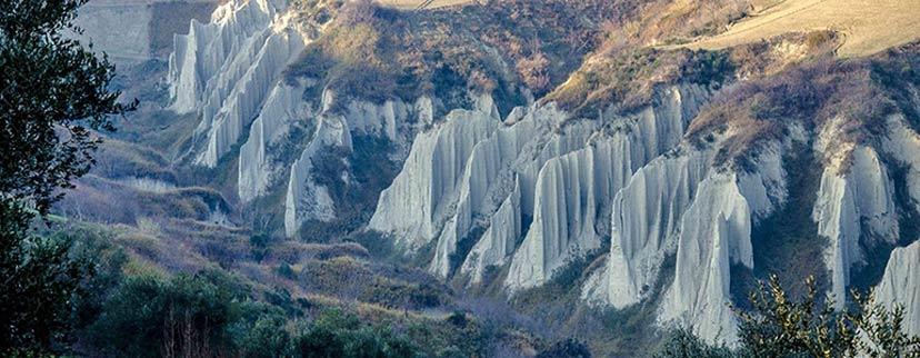 Calanchi Atri borghi Abruzzo
