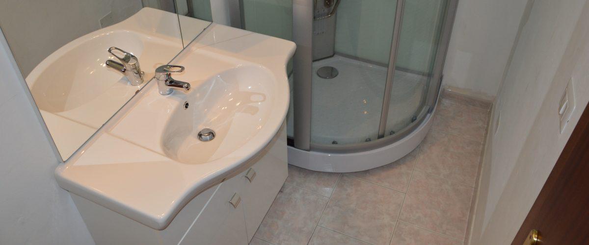 appartamenti-vacanze-roseto-degli-abruzzi-rotonda-1-bagno4