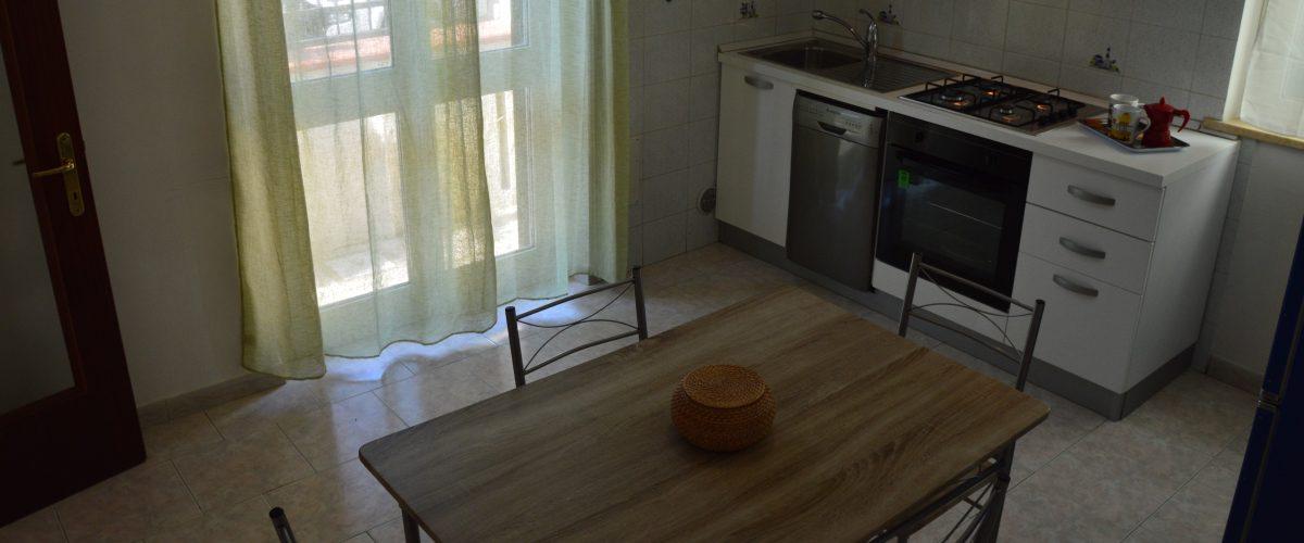 appartamenti-vacanze-roseto-degli-abruzzi-rotonda-1-cucina1