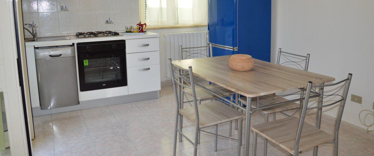 appartamenti-vacanze-roseto-degli-abruzzi-rotonda-1-cucina2