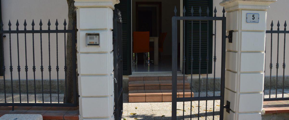 appartamenti-vacanze-roseto-degli-abruzzi-rotonda-1-esterno1