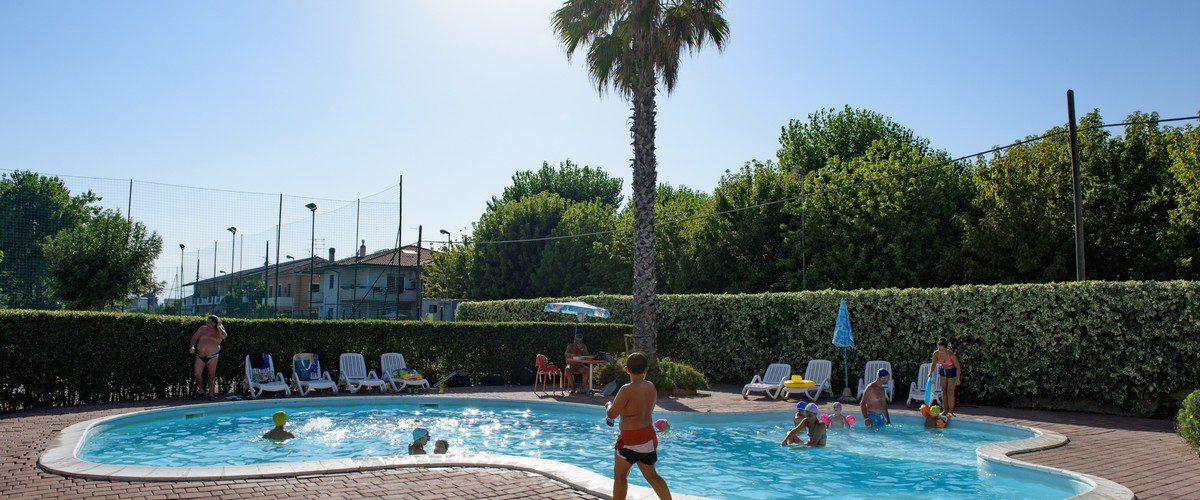 Roseto-degli-Abruzzi-mare-triangolo-residence-appartamenti-piscina06
