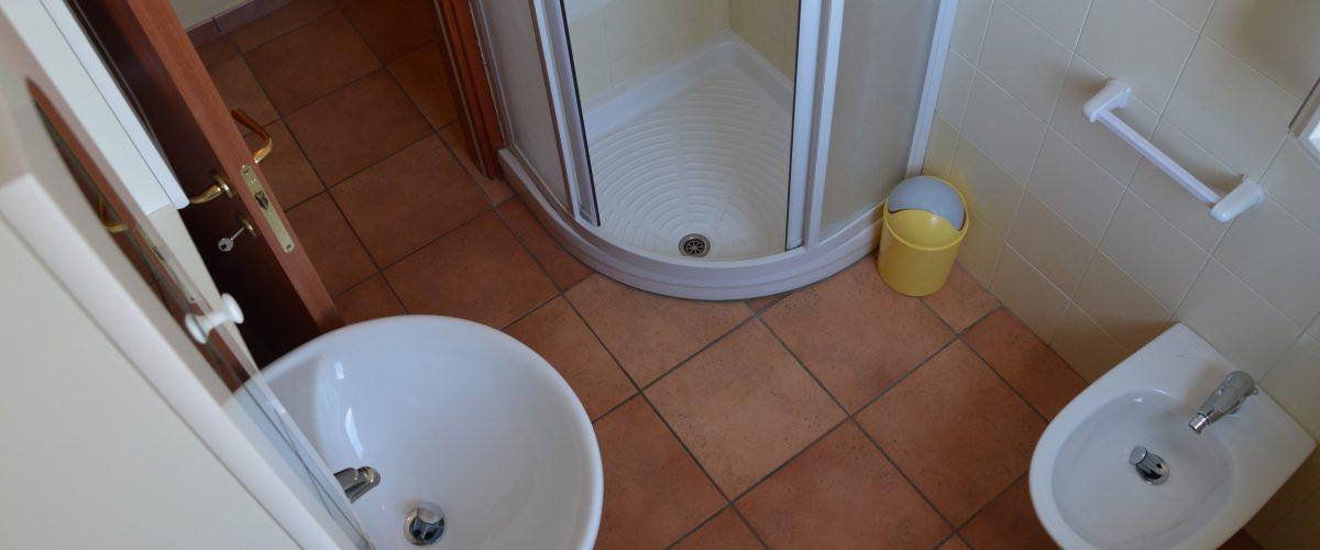 residence-vacanze-triangolo-roseto-degli-abruzzi_bagno1