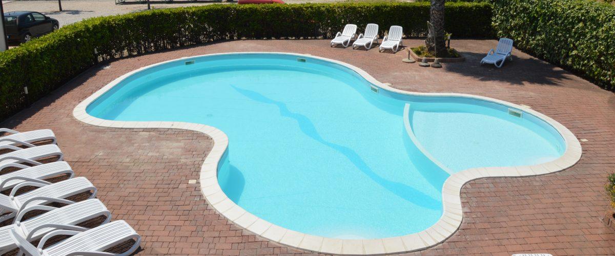 residence-vacanze-triangolo-roseto-degli-abruzzi_piscina