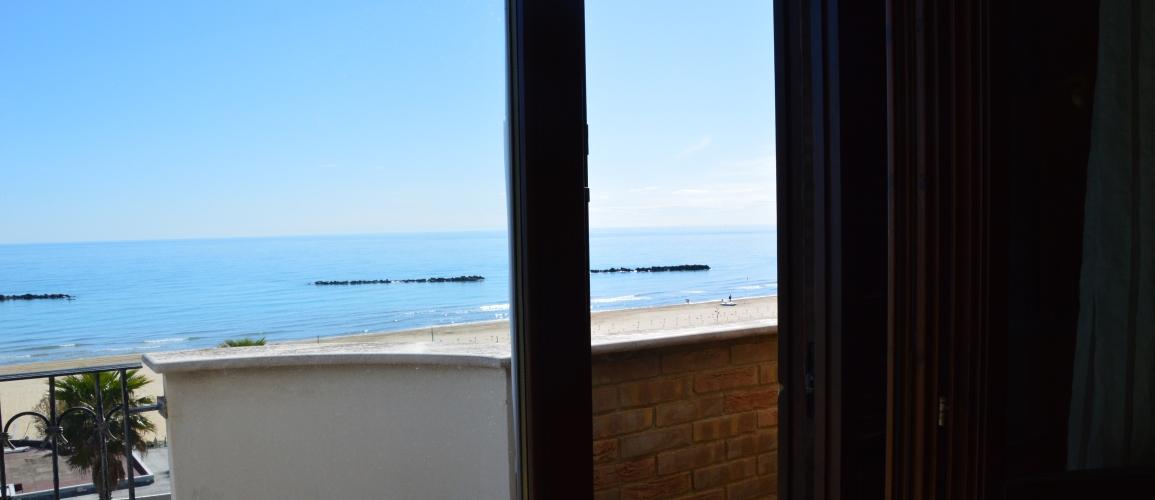 Roseto-degli-Abruzzi-Case-Vacanze-Cerrano-Pineta-34-appartamento-06